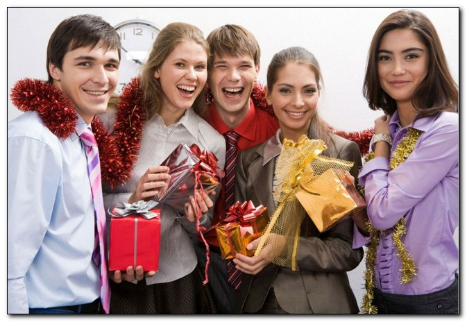 Как организовать новый год для сотрудников?