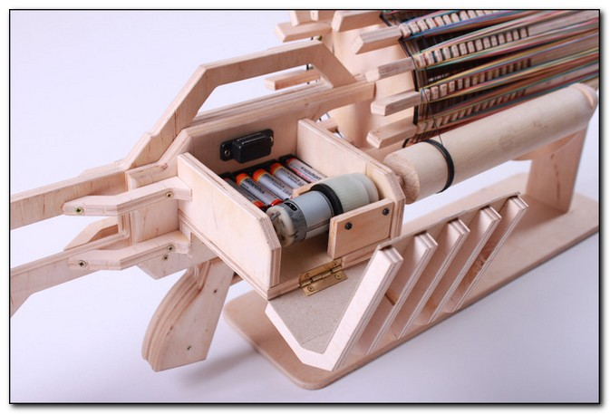 пулемет Гатлинга из дерева