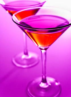 Достоверно неизвестно, кто и когда впервые смешал спиртные напитки.