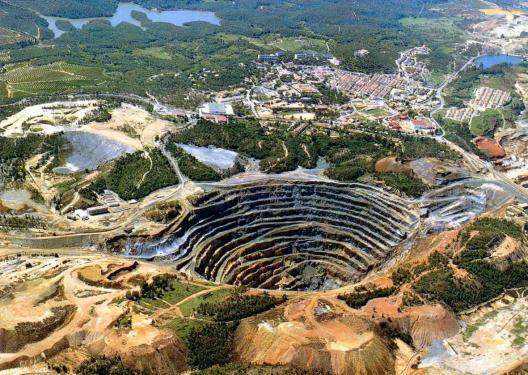 добыча чёрного нефрита в Китае